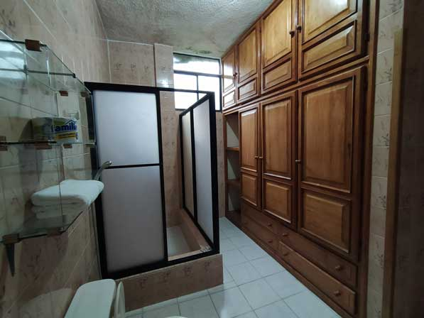 triple bathroom 2